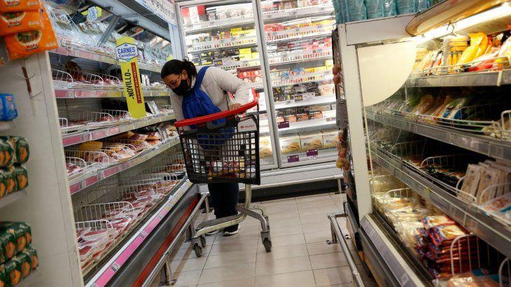 Ante la falta de acuerdo con las empresas la Nación congeló los precios de 1.432 productos